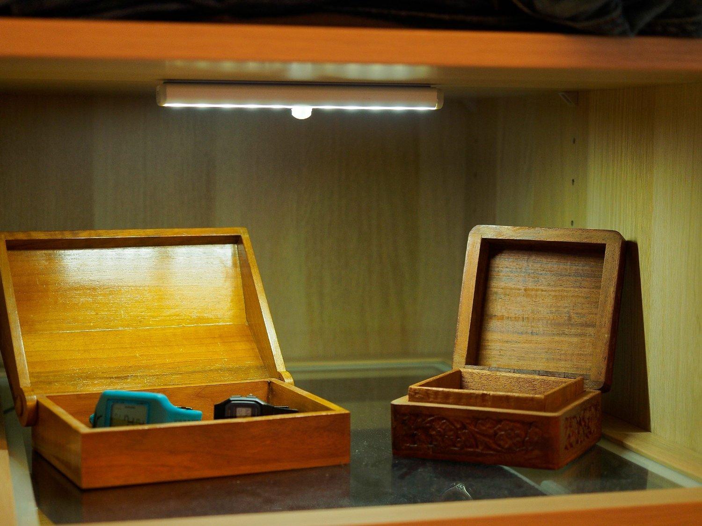 10 led wireless motion sensing ir sensor closet cabinet. Black Bedroom Furniture Sets. Home Design Ideas